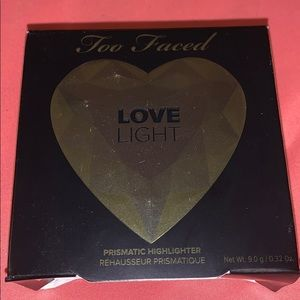 Too faced love light face highlighter
